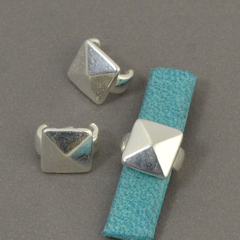 Beads - 5 mm Flat Leather - Square Stud - Bright Silver (5)