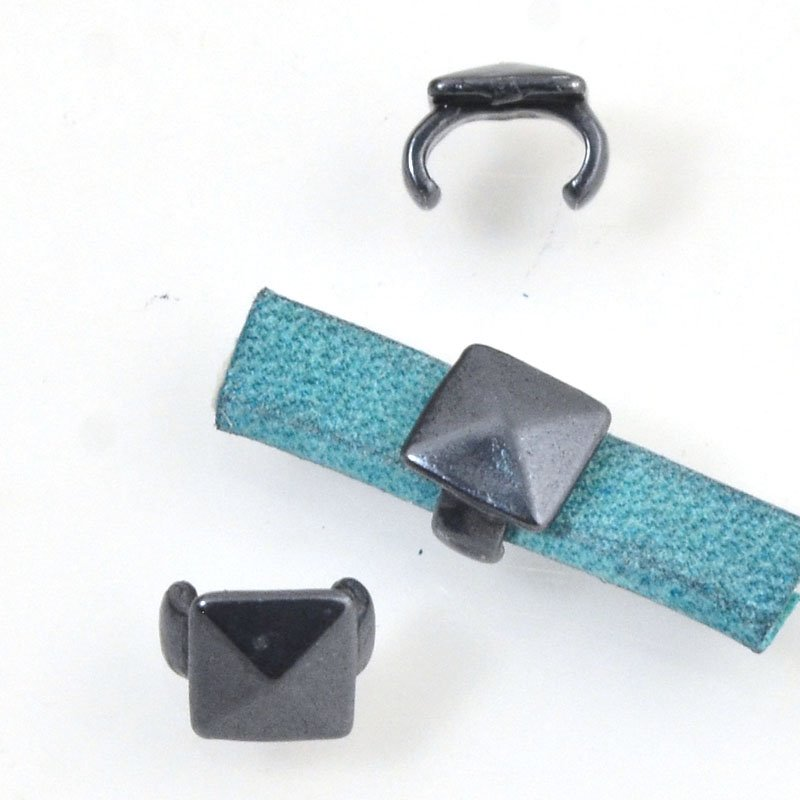 Beads - 5 mm Flat Leather - Square Stud - Gunmetal (5)
