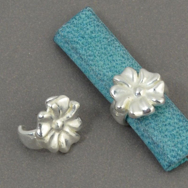 Beads - 5 mm Flat Leather - Open Flower Stud - Bright Silver (5)