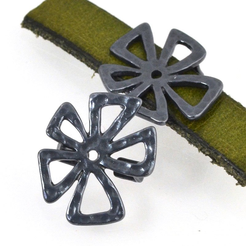 Beads - 10 mm Flat Leather - Hammered Crazy Flower - Gunmetal