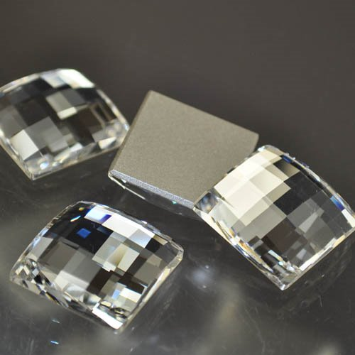 11724930080001 Swarovski Elements Rhinestones - 20 mm Chessboard Square (2493) - Crystal (1)
