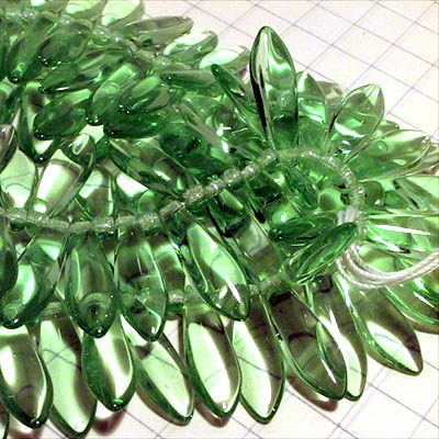 27801472-20 Glass Daggers - 5 x 16 mm Dagger Beads - Transparent Peridot (25)