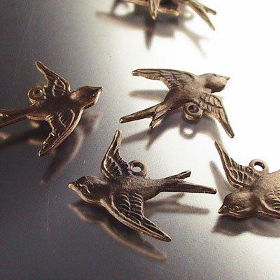 s14794 Vintaj - Swallow Bird Charm - Natural Brass