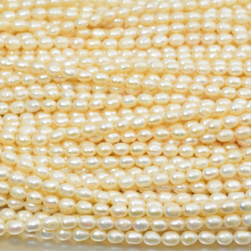 s15550 Freshwater Pearls - 6 x 7 mm Oval Pearl - Cream Pearl (strand)