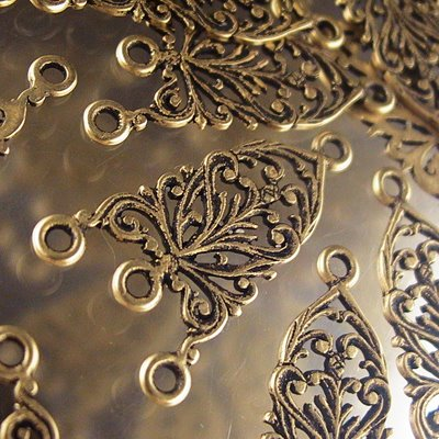s23577 Metal Connector - 1 : 3 Filigree Fretwork - Antiqued Brass (1)
