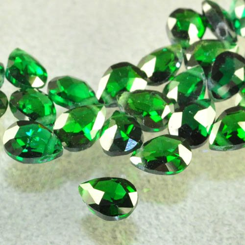s31263 Cubic Zirconia Beads - 5 x 7 mm Faceted Flat Pear - Emerald City (1)