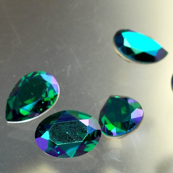 s33484 Swarovski Fancy Rhinestones - 13 x 18 mm Faceted Pear (4320) - Emerald Glacier Blue (1)
