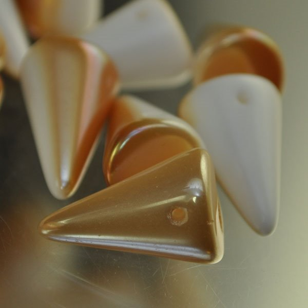 "s34619 Glass Beads - 18 mm Fat Spikes - Chalk Apricot Lumi <font color=""#FF0000"">Managers LAST CALL </font> 80% off!"