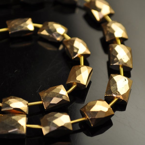 s34733 Stone Beads -  Faceted Rectangle - Gold Plated (1)