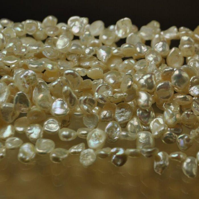 s34917 Freshwater Pearls - 7 mm Cornflake Keshi - Ivory (strand)