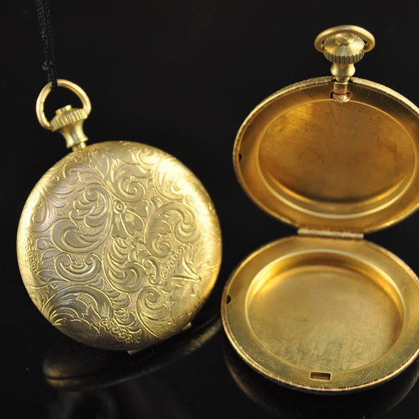 s35310 Metal - 45 mm Engraved Round Locket - Brass (1)