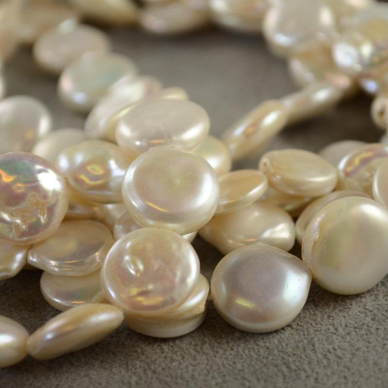 s35600 Freshwater Pearls - 12 mm Coin Pearl - White Pearl (strand)