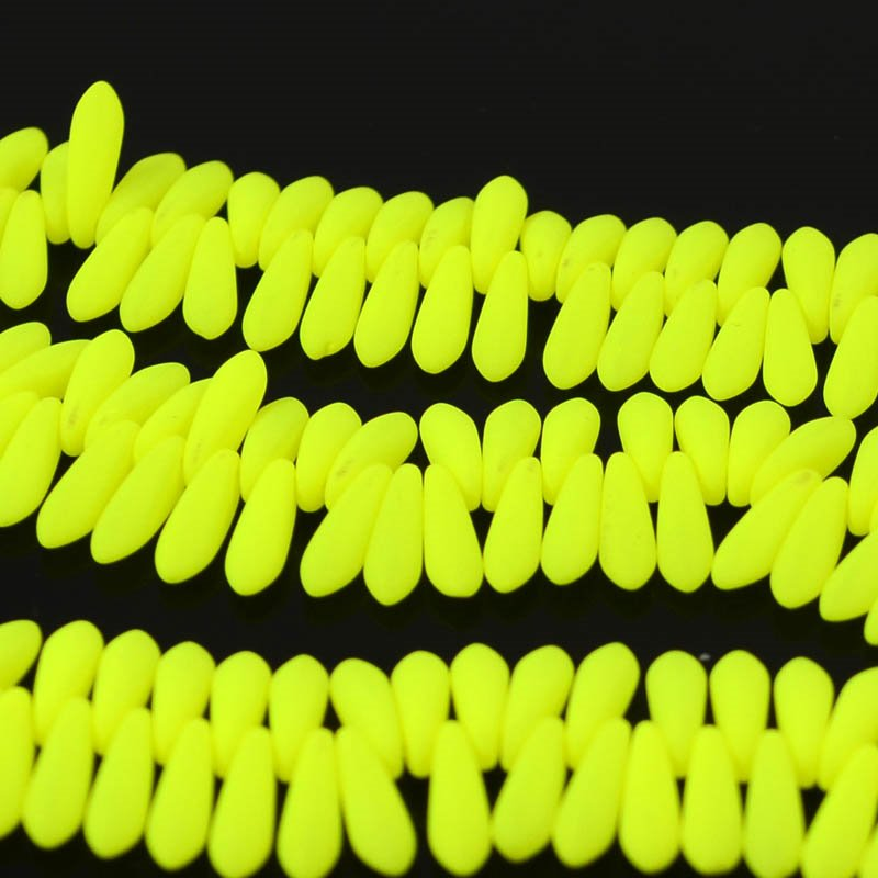 "s36449 Glass Daggers - 3 x 11 mm Dagger Beads - Neon Yellow (50) <font color=""#FF0000"">Managers LAST CALL </font> 80% off!"