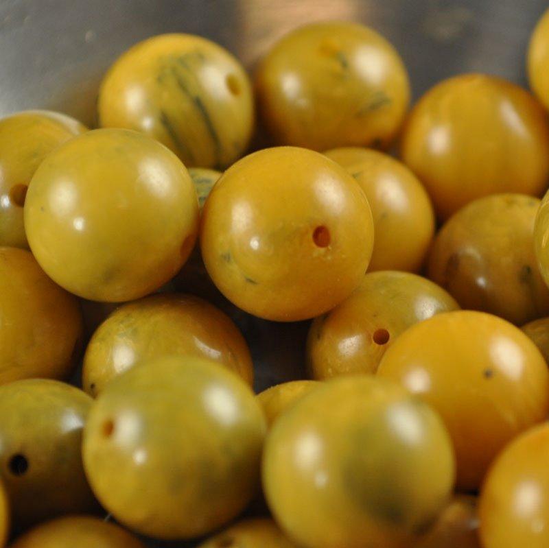 s36671 Vintage Bakelite - 10.5 mm Round - Creamed Corn (1)