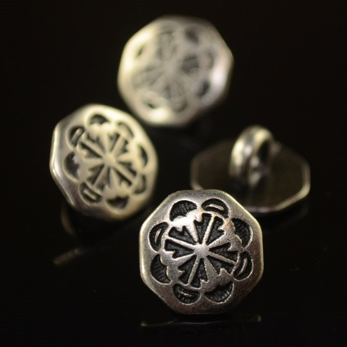 s36832 Metal Buttons - 11 mm Four Winds - Antiqued Silver (1)