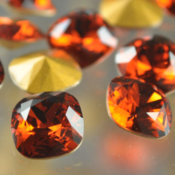s37048 Swarovski Rhinestones - 12 mm Faceted Cushion Cut (4470) - Indian Red (1)