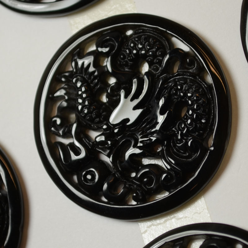 s37341 Stone Cabochon -  Carved Dragon Round Cabochon - Onyx (1)