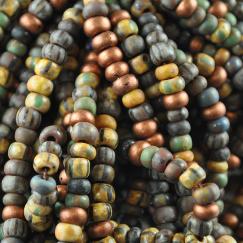 s37619 Czech Glass - 6/0 Seedbead - Gibraltar (strand)