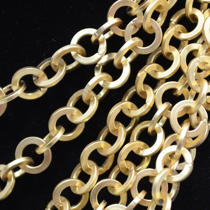 s37627 Chain - 7.5 mm Couture Flat Round Chain - Matte Gold (Foot)