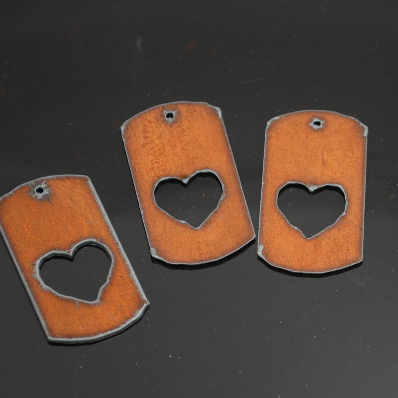 s38295 Stamped Metal Components -  Heart Dog Tag - Rusted Iron (1)