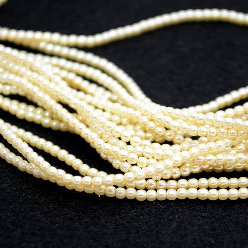 s39054 Glass Pearls - 2 mm Round - Ivory (strand 150)