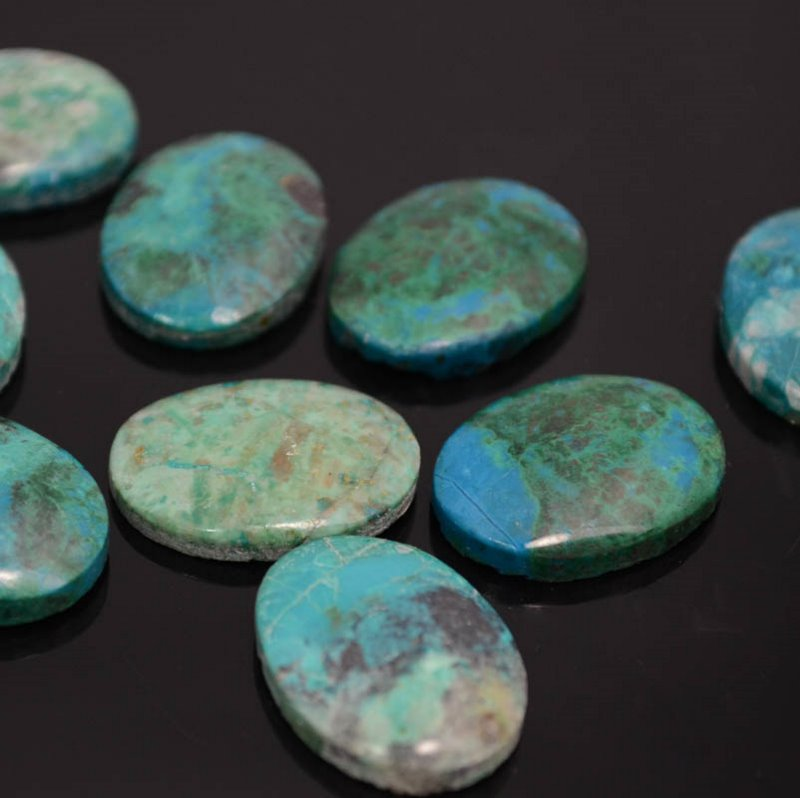 s39575 Stone Cabochon - 15 x 20 mm Oval Cabochon - Chrysocolla (1)