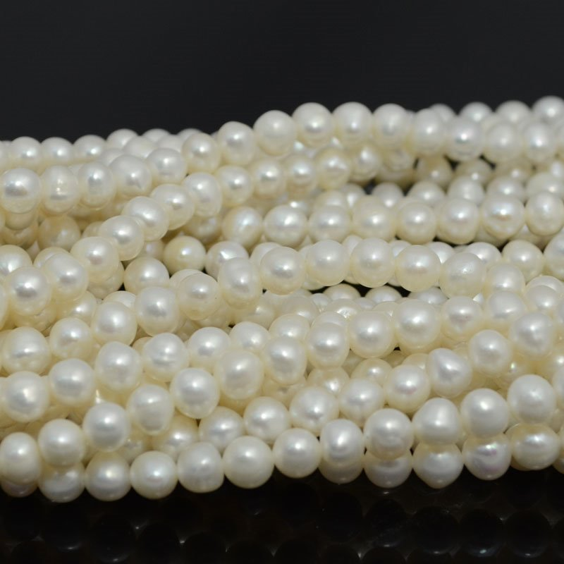 s39906 Freshwater Pearls - 6 mm Round Pearl - Light Ivory (strand)