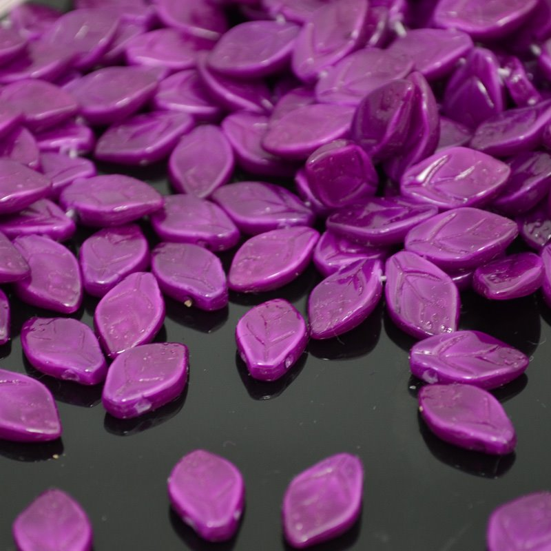 s40022 Glass Leaves - 7 x 12 mm Leaf - Radiant Orchid (25)