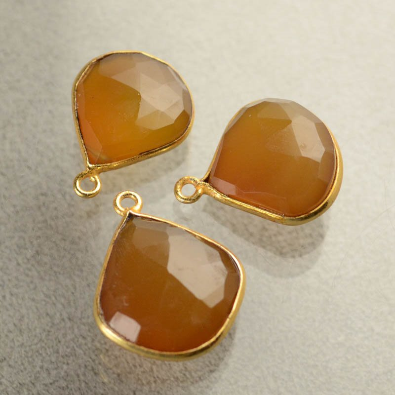 s40486 Gemstone Pendants - 16 x 20 mm Faceted Drop / Channel Setting - Carnelian (1)