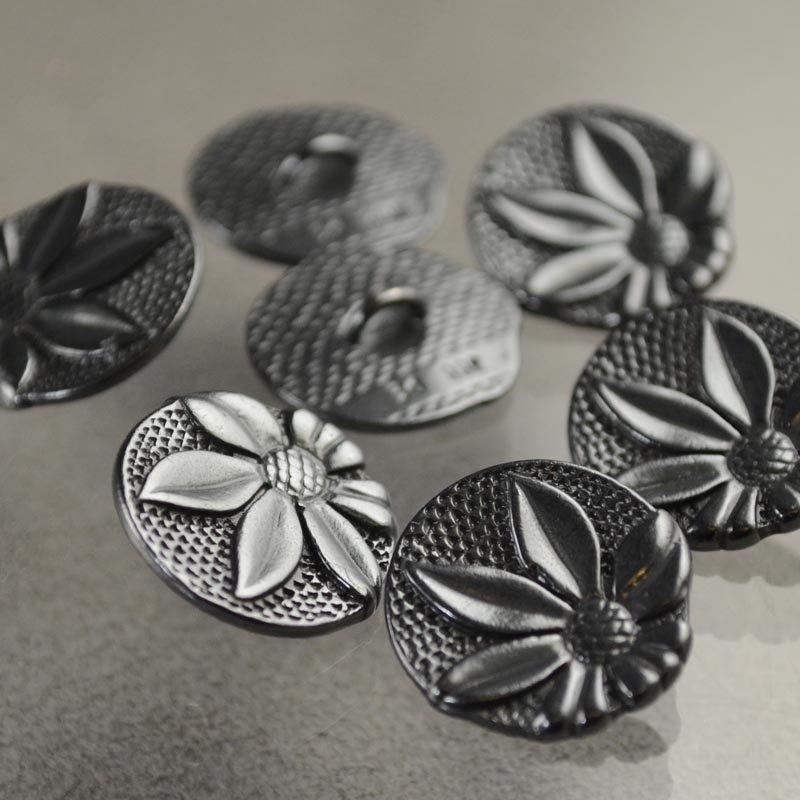 s40692 Metals Buttons -  Shasta Daisy - Gunmetal (1)