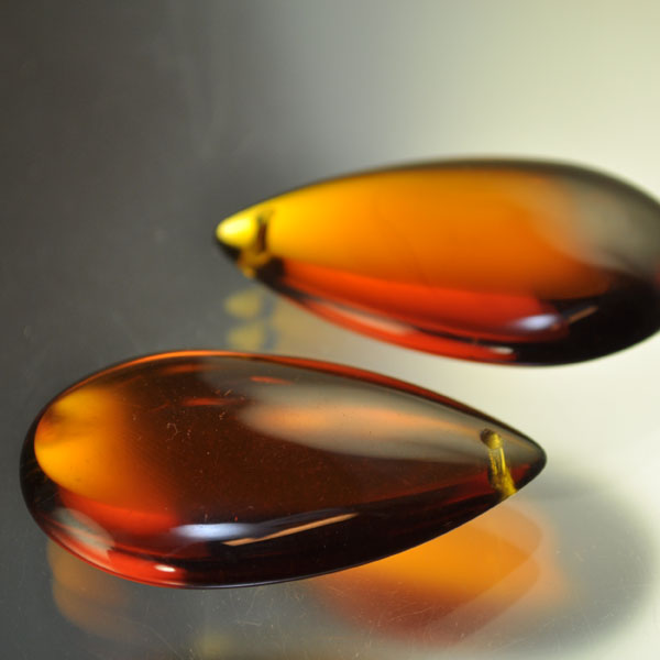 s40875 Glass - 48 mm Pear Drop - Dark Amber (1)
