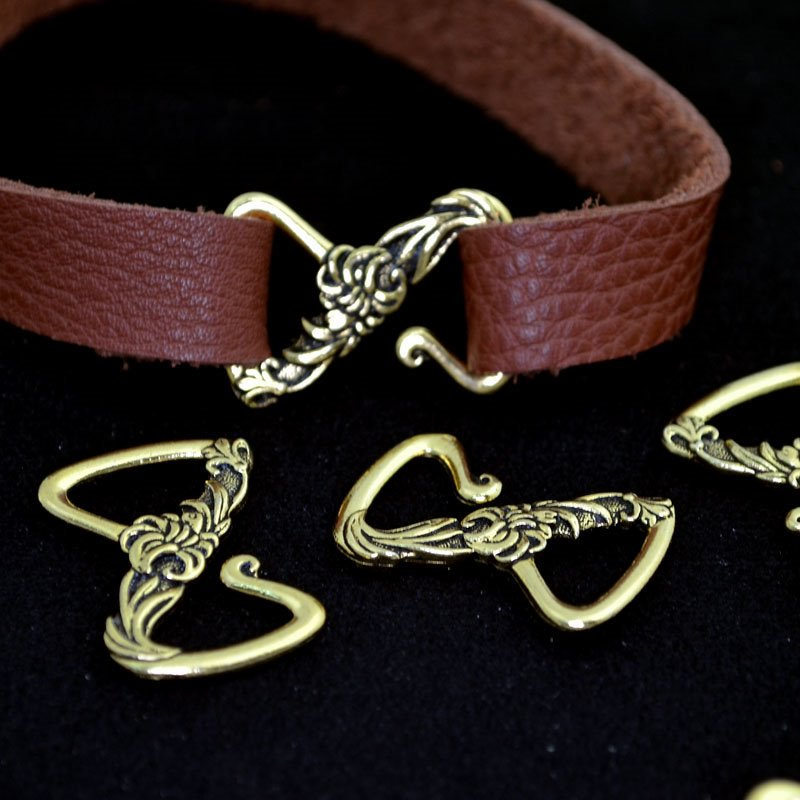 s43046 Findings - Leather -  Floral Z Hook Clasp - Antiqued Gold (1)