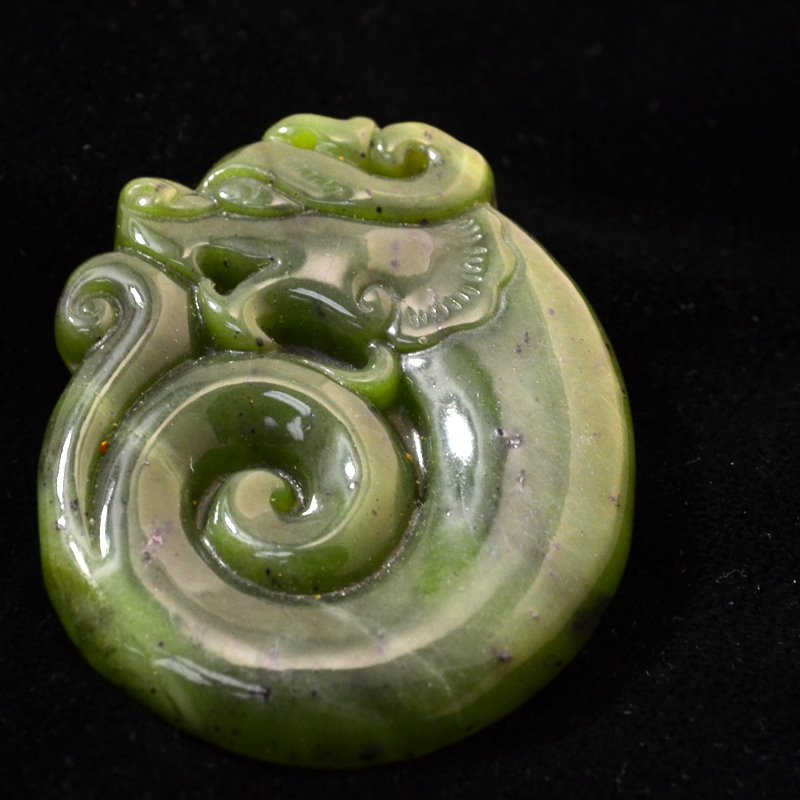 s46652 Stone Pendant - 30 x 40 mm Coiled Dragon - Serpentine (1)