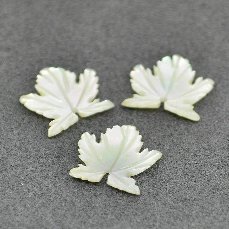 s48092 Mother of Pearl - 12 mm Maple Leaf - Cream (2)