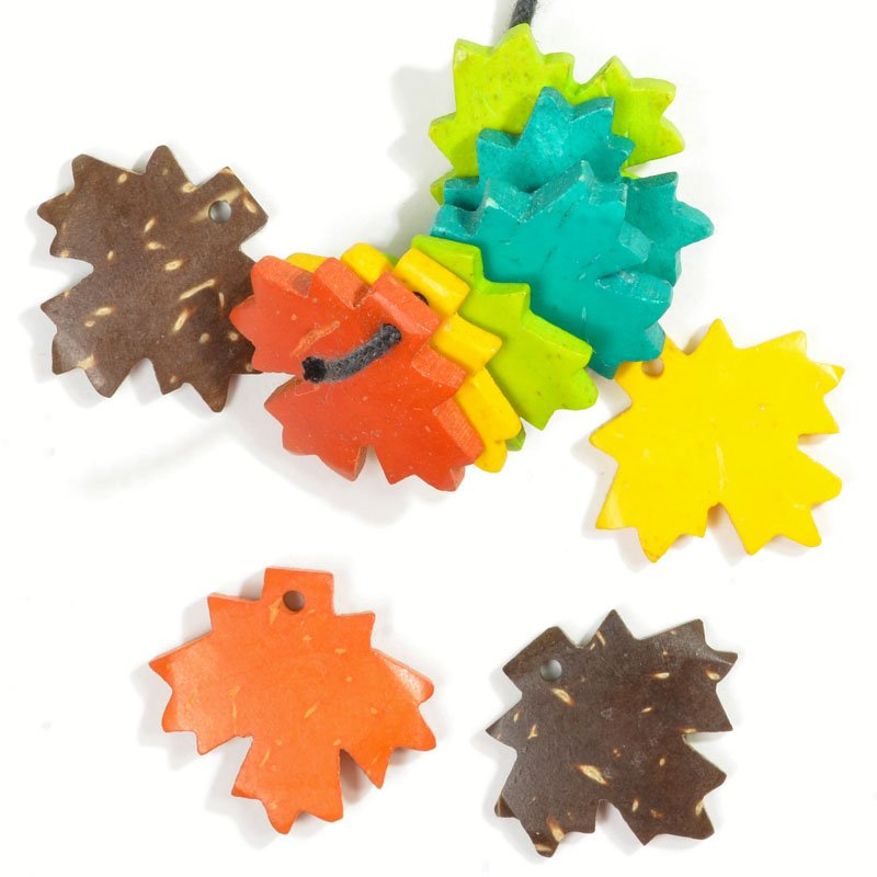 s56580 Wood - Maple Leaf - Assorted (10)