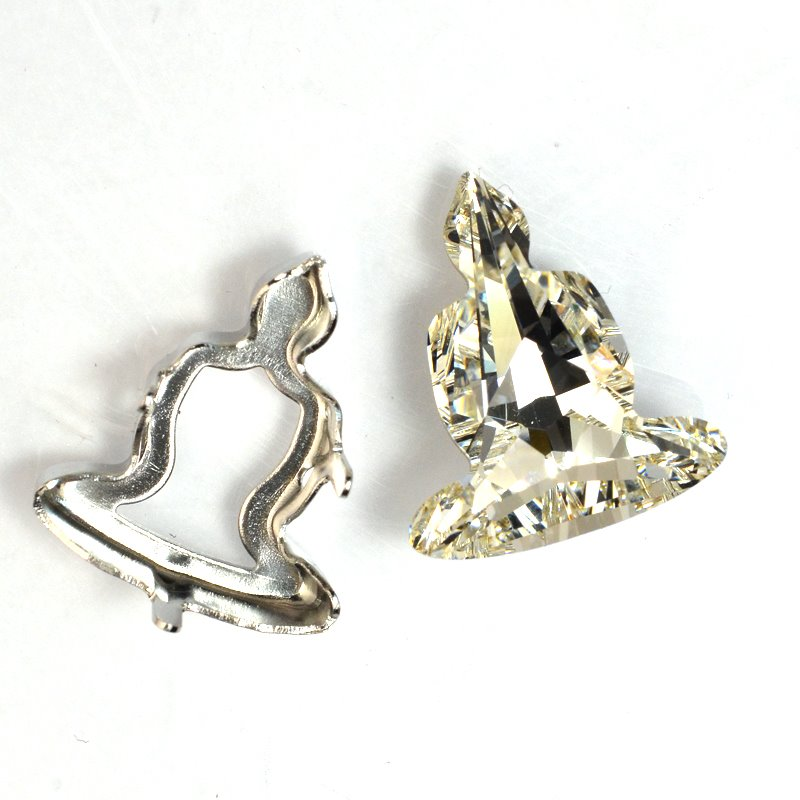 s59297 Swarovski - 18 mm Buddha (4779) and Setting - Crystal / Rhodium