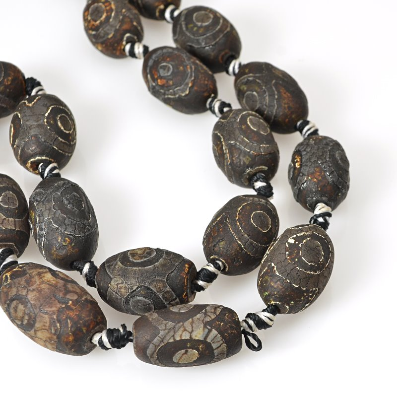 s62460 Stone Beads - 15x22mm Olive - Matte Dzi Agate Black Eye (strand)