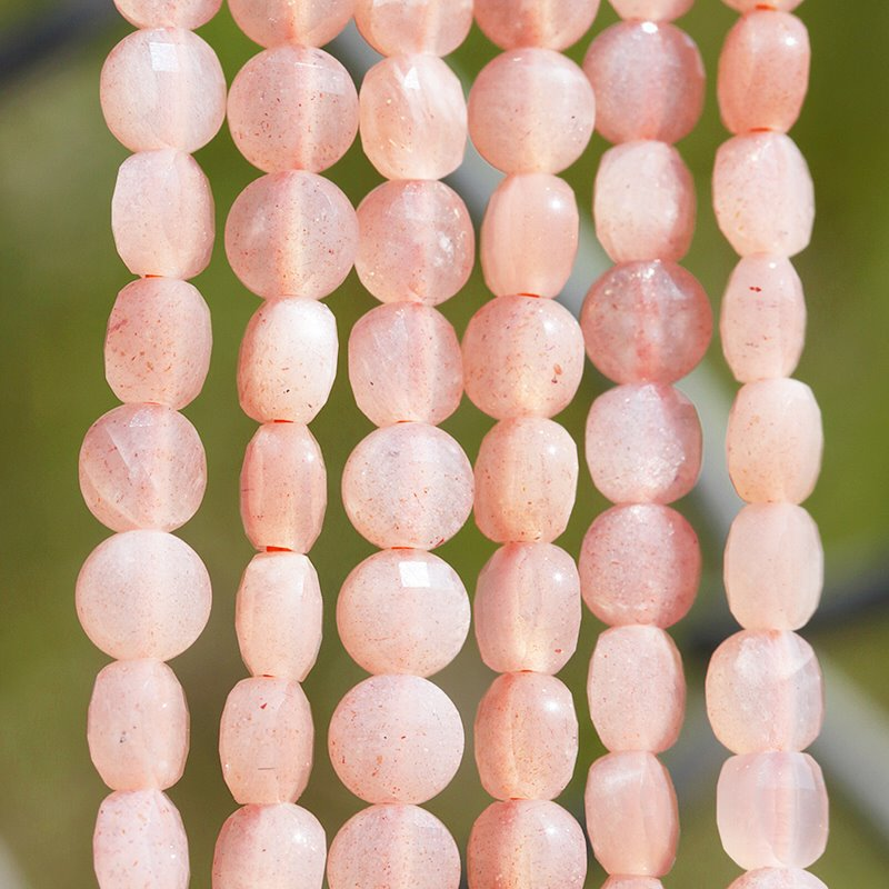 s62479 Stone Beads - 4mm Diamond Cut Faceted Coin - Peach Moonstone (strand)