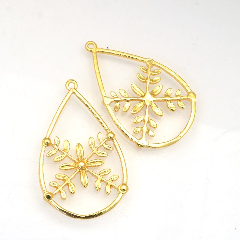 s62899 Pendant - 43mm Flower in Drop - Bright Gold Plated