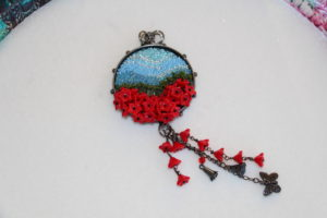 be-poppy-pendant-111316-desaulniers-anne-marie