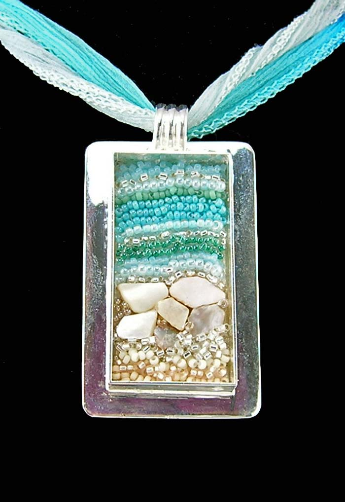 beach-bead-embroidery-pendant-700w