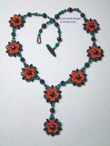 http://www.beadfx.com/index.php/event/piggy-blossom-necklace-visiting-instructor-carolyn-cave/