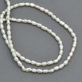 Freshwater Pearls - 2-2.5mm Rice - Ivory (strand)