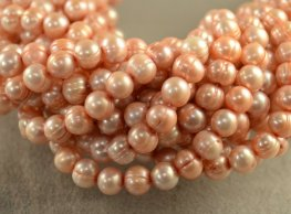 Freshwater Pearls - 7.7x6.5mm Oval Pearl - Light Peach (strand)