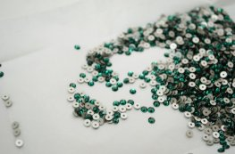 Swarovski - Sew-on Stone - 3mm Flat Round (3128) - Emerald (Foiled) (72)