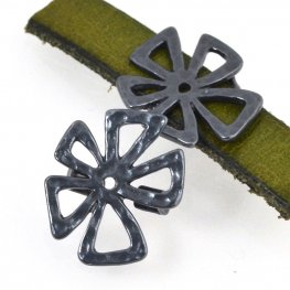 Beads - 10mm Flat Leather - Hammered Crazy Flower - Gunmetal