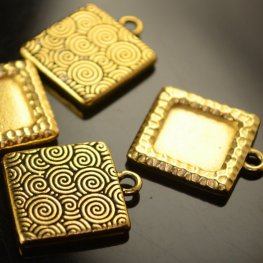 Metal Charm/Pendant - Square Hammered Frame - Antique Gold