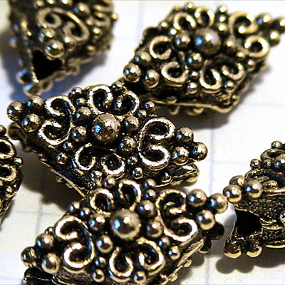 Metal Beads - Fancy Diamond - Antiqued Gold