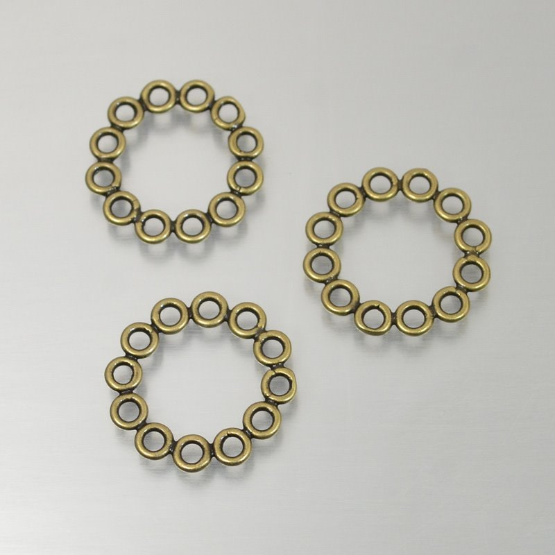 s49257 Link -  Circle of Circles - Antiqued Brass