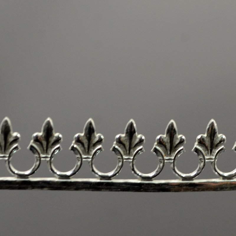 s49412 Flat Gallery Wire -  Fleur de Lys - Sterling Silver (6 inches)